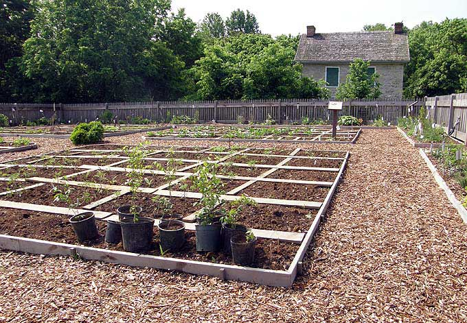 Foursquare Gardens - Foursquare garden at Renfrew Museum and Park, Waynesboro<br>
